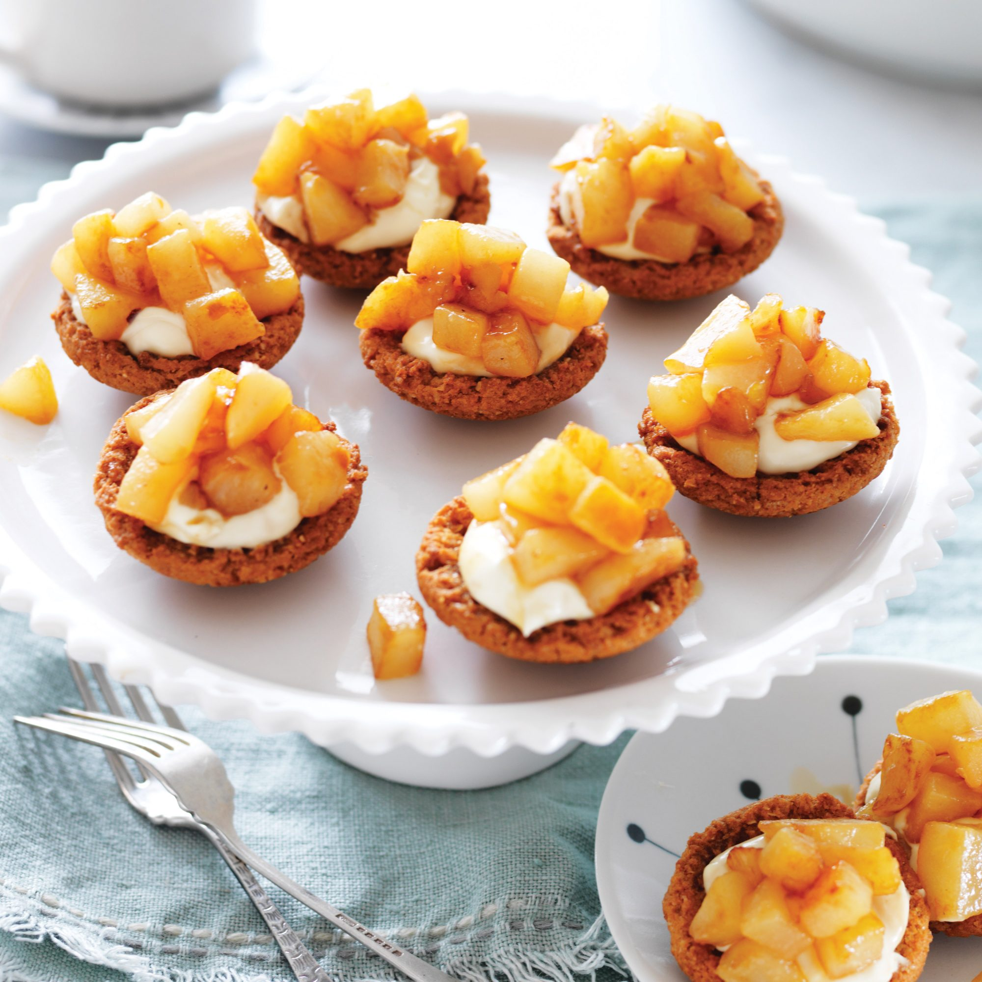Pears and sour cream in butternut cookies cases